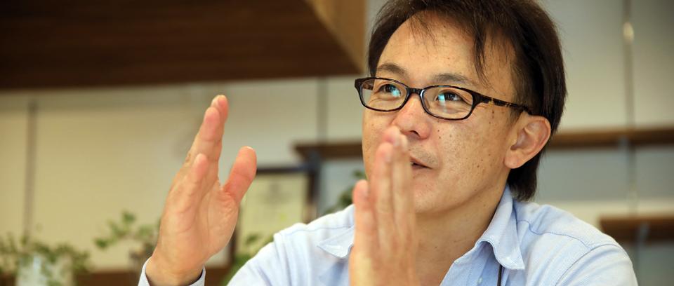 軽井沢で創業するまでの経緯を語る篠原さん