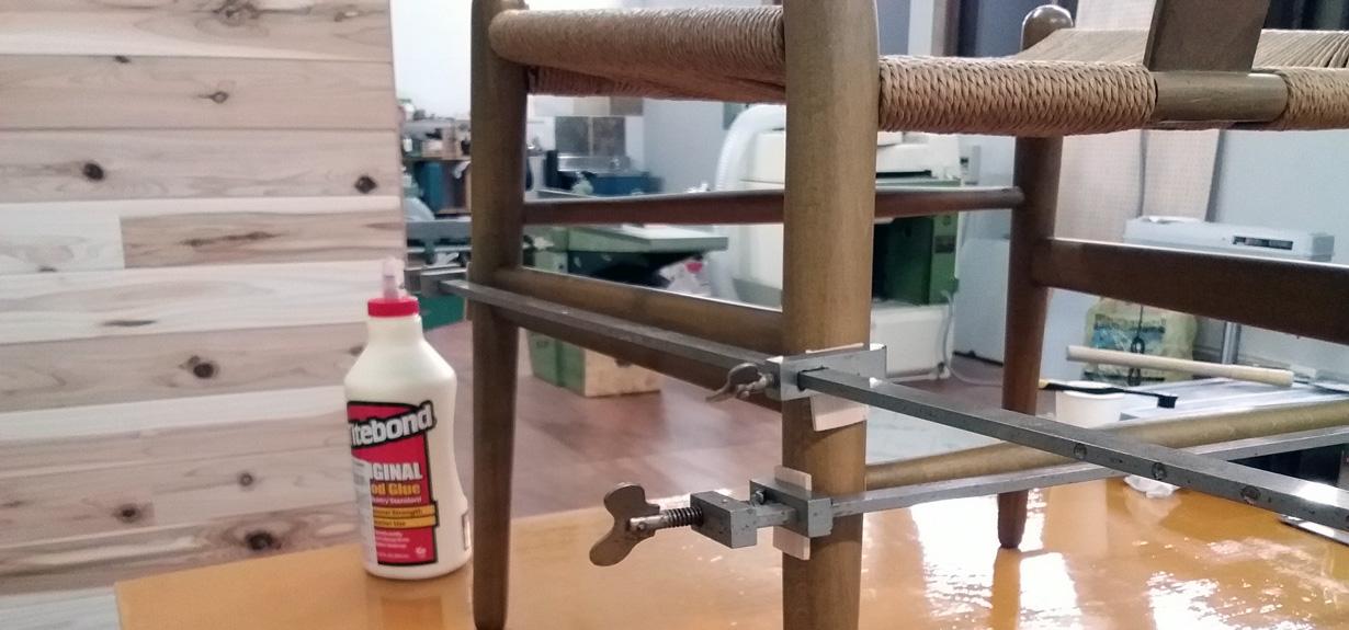 椅子の修理風景