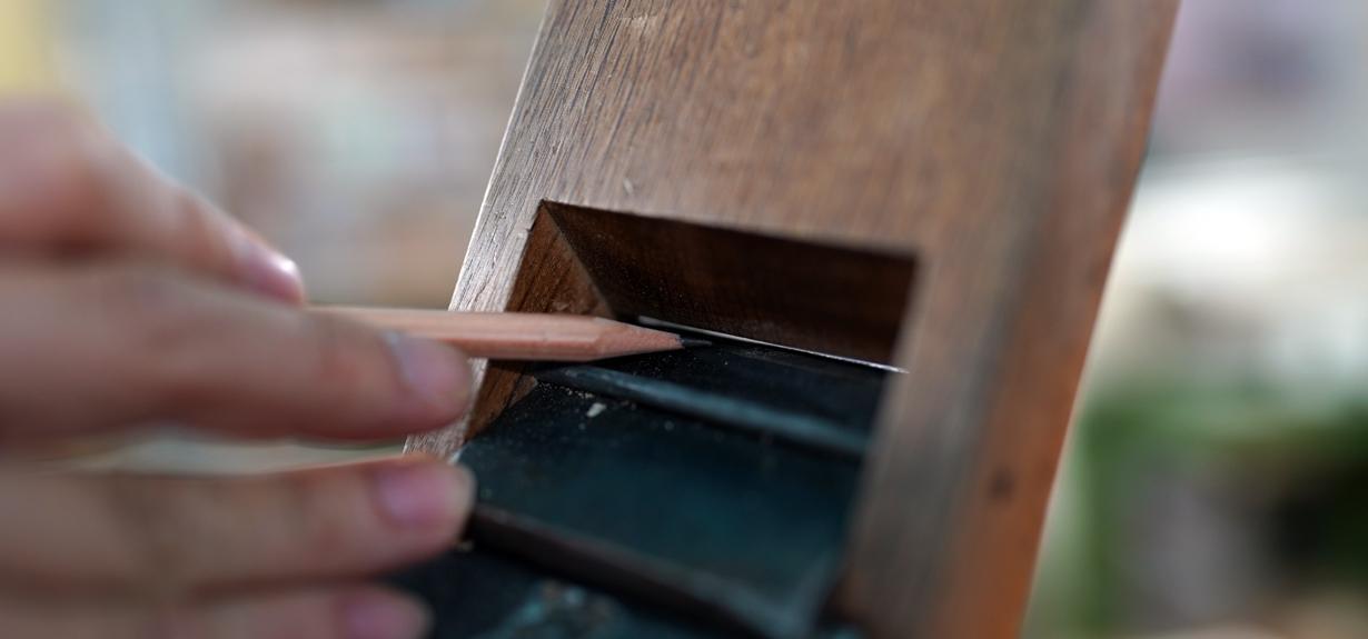 繊細で正確な作業を求められる木工の世界